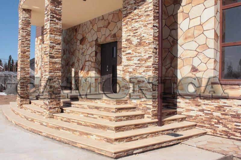 Облицовка колонн, стен и цоколя песчаником желто-рыжим.