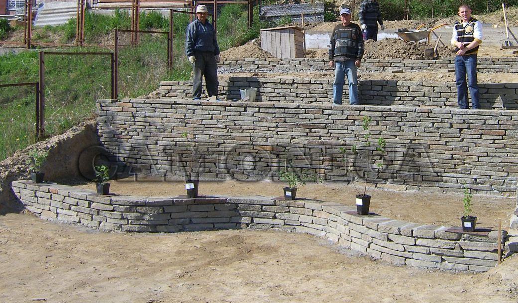 Подпорная стена из натурального камня